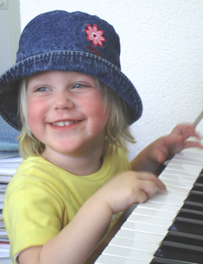 Maud bij de piano